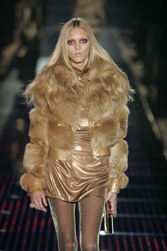 GUCCI_WCFFW06_161.jpgHorizontal gold fox jacket with crocodile
